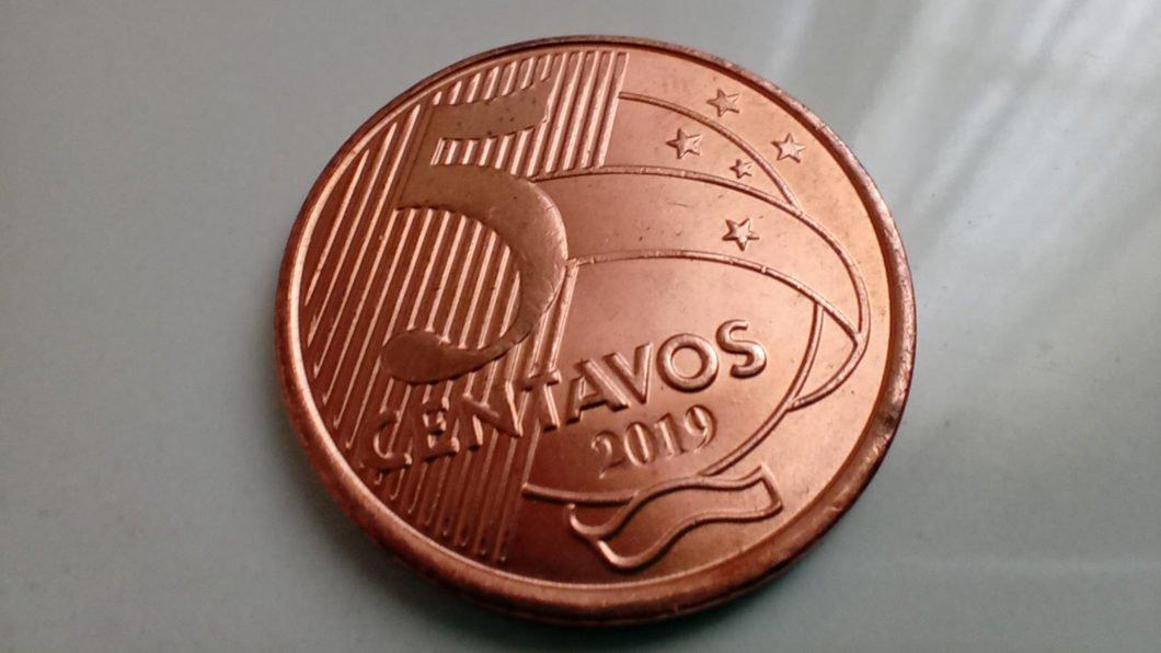 Foto de uma moeda tirada com o Moto G8 Power Lite