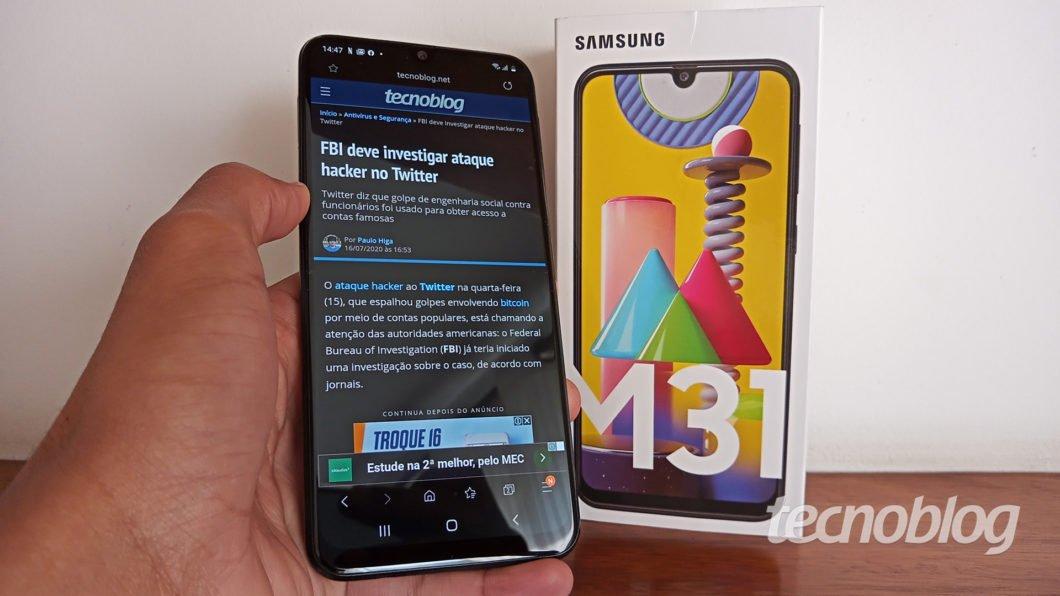 Samsung Galaxy M31 com a caixa