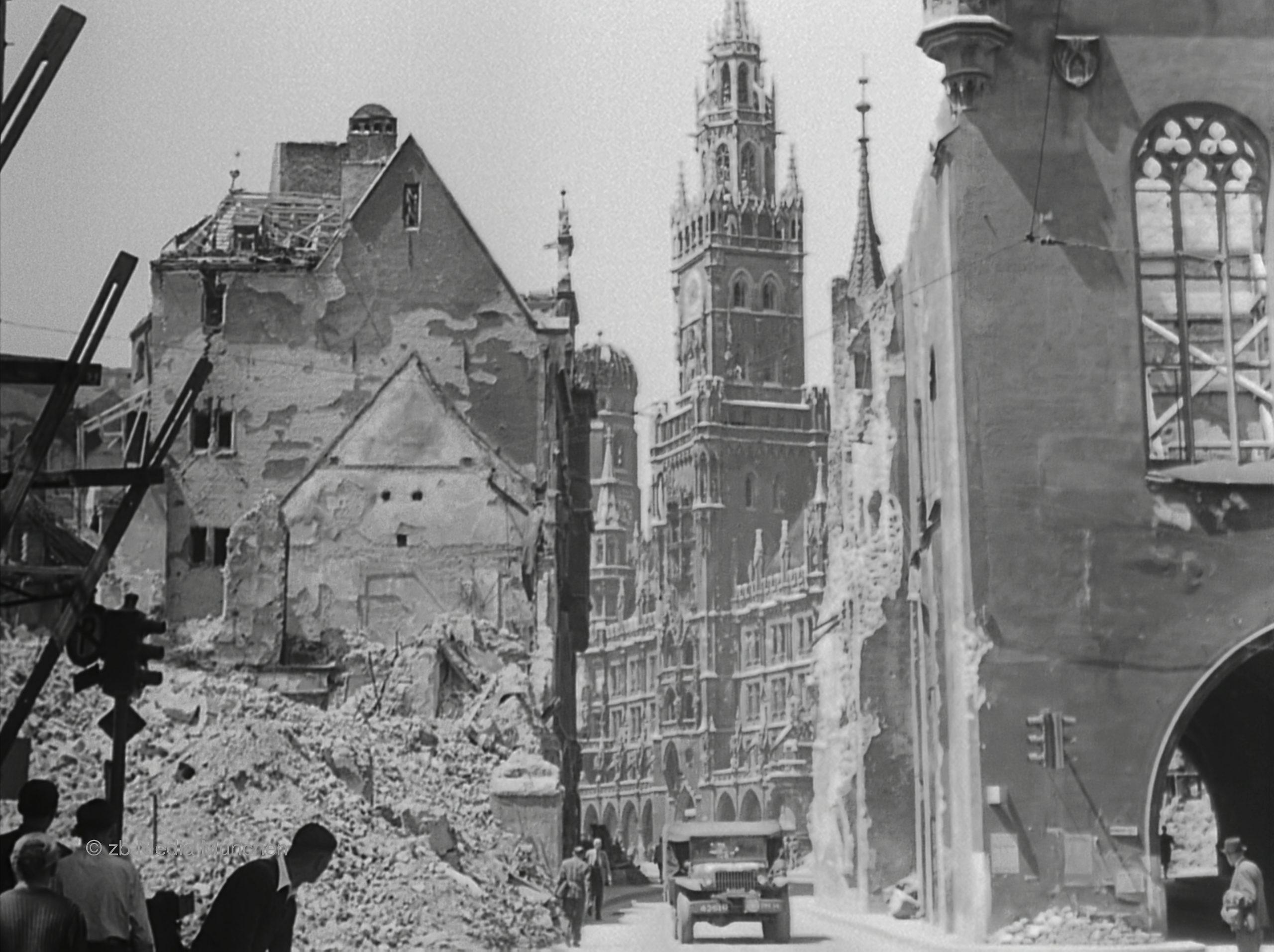 München Mai 1945 Rathaus, Bombenschäden