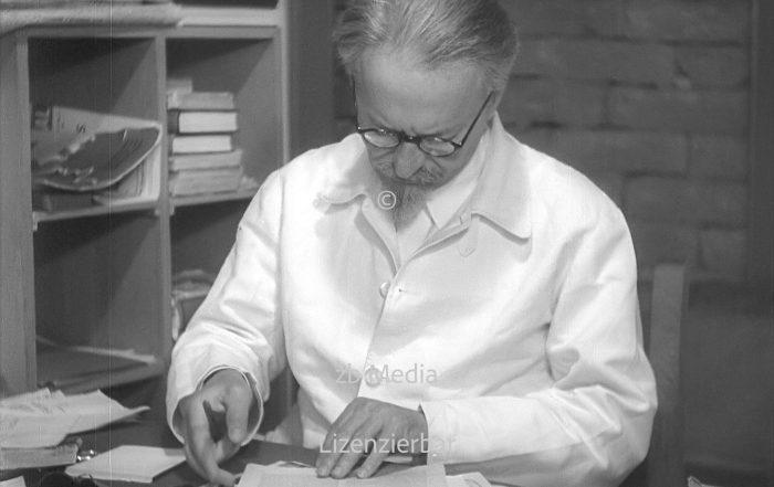 Leo Trotzki im Arbeitszimmer 1937