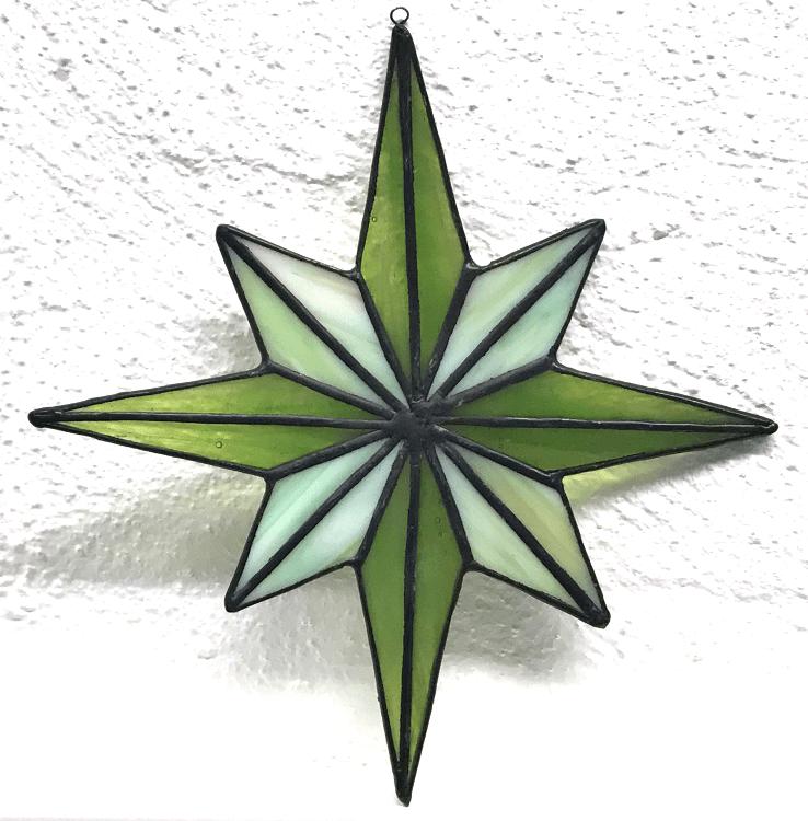 07 - Stern - 4 dunkelgrün, halbtransparent meliert und 4 opak, meliert hellgrün
