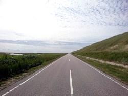 Fährt sich gut bei Rückenwind: Straße nach Thyborøn