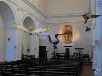 Szklane ptaki w kościele