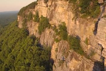 Christian Fracchia qui escalade en solo quelques grands classiques des Gunks (chaîne de montagnes proche de New York).