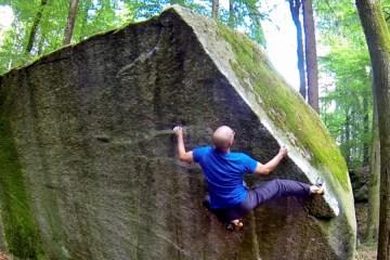 """Avec sa dernière vidéo """"A Climber's Journey"""", Philippe Grassi nous emmène faire un tour du monde des différents spot de bloc."""