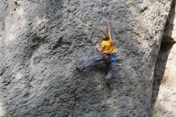 """A 11 ans, Josh Ibbertson vient de réaliser """"Primeur de Luxe"""", un 8a+ ainsi que """"Hitchhike the Plane"""" (7c+) dans le Frankenjura (Allemagne)."""