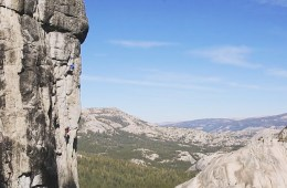 "Benjamin Ditto réalise la première ascension de ""High Times"", un 8a à Tuolumne Meadows, Yosemite."