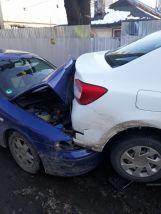 Două dintre mașinile avariate în accidentul de pe strada Miron Costin.