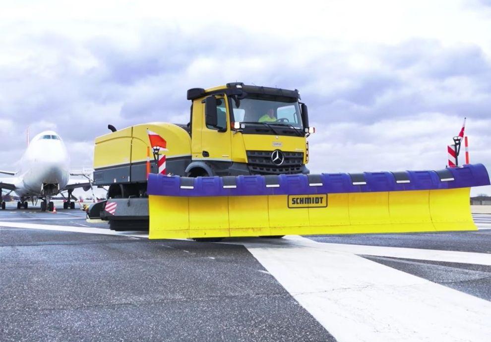 Nové stroje pro zimní údržbu pražského letiště. Autor: Letiště Praha