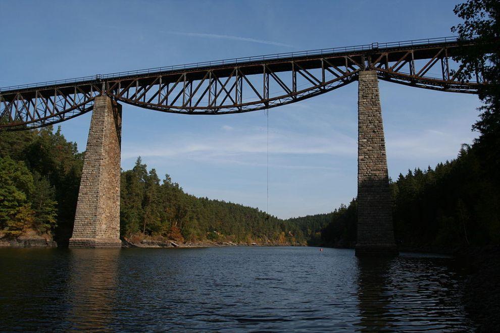 Pňovanský most. Autor: Parkis – Vlastní dílo, CC BY-SA 3.0, https://commons.wikimedia.org/w/index.php?curid=1698528