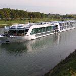 Loď na kanálu Mohan -Dunaj u Norimberku. Autor: L.Kenzel – Vlastní dílo, CC BY-SA 3.0, https://commons.wikimedia.org/w/index.php?curid=7377497