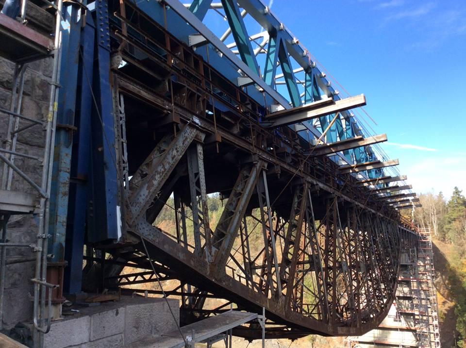 Stavba mostu na trati Pňovany - Bezdružice. Pramen: FB SŽDC