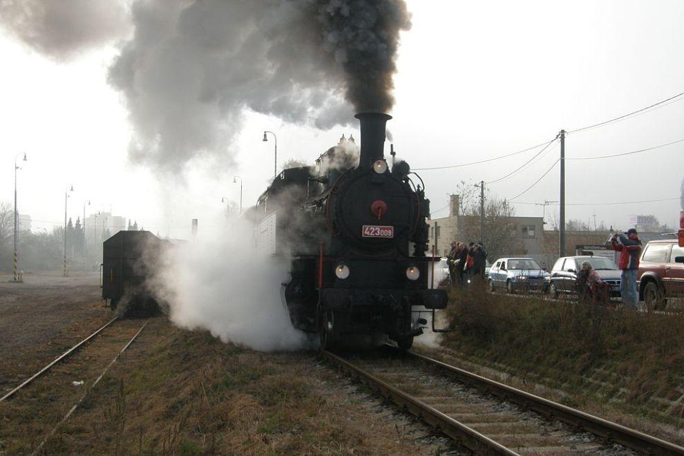Parní lokomotiva 423.009 z roku 1922. Autor: Lasy – Vlastní dílo, CC BY-SA 3.0, https://commons.wikimedia.org/w/index.php?curid=17497232