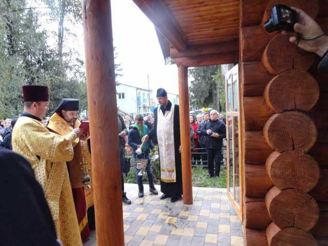 У Самборі, біля ЦРЛ освятили каплицю