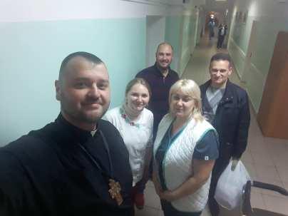 В Центральному (м.Київ) та Ірпільському госпіталі ЗСУ, Воїнам і Медикам передали речі першої необхідності і солодощі