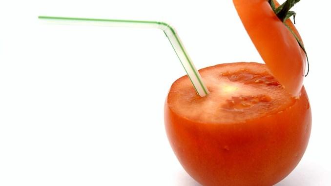 домат със сламка
