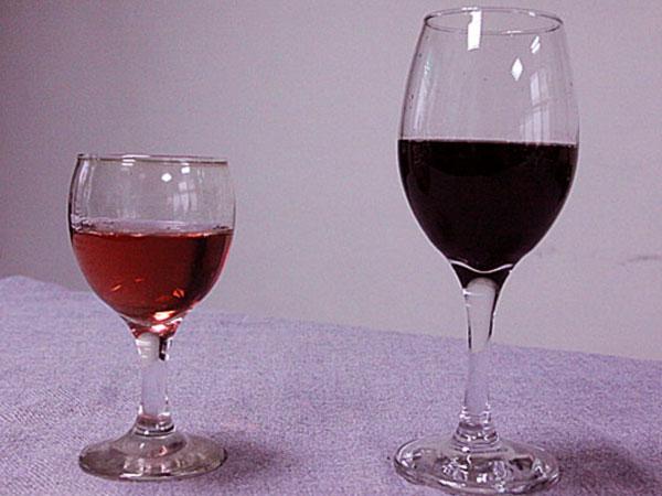 чаши вино