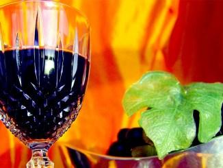 червено вино и грозде