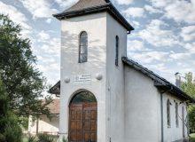Сградата на методистката църква бива изместена от местния арендатор