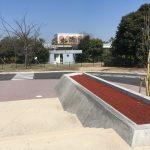 舞浜スケートパーク内の末あー横の縁石、ウォールライドにも