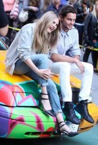 ディラン リーダーとモデルのカーラ デルヴィーニュ DKNY