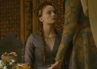 En la parte final derecha del collar, falta una de las gemas