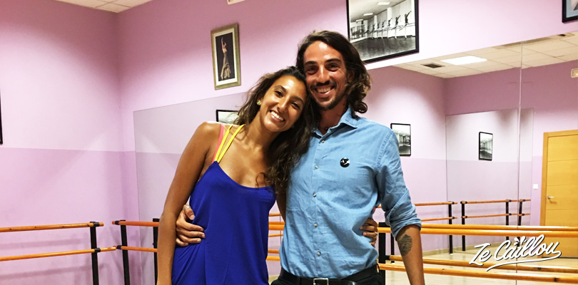 Romain and Nina, Ze Caillou travel blog's writters are taking a Flamenco class in Spain