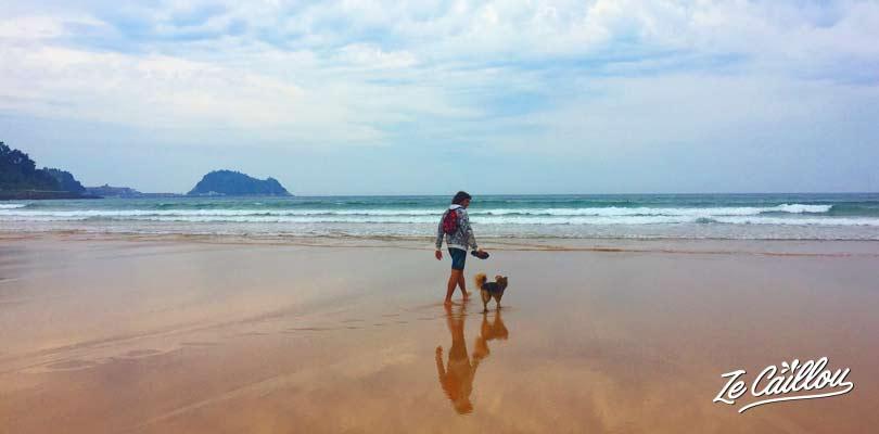 La plage de Zarautz connu pour le surf sur la côte nord espagnole, blog de voyage Ze Caillou
