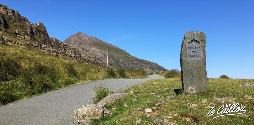 Départ du sentier Pyg Track pour l'ascension du mont Snowdon au Pays de Galles
