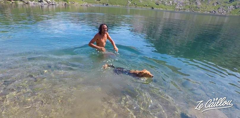 Se baigner dans les lacs du mont Snowdon dans le parc Snowdonia