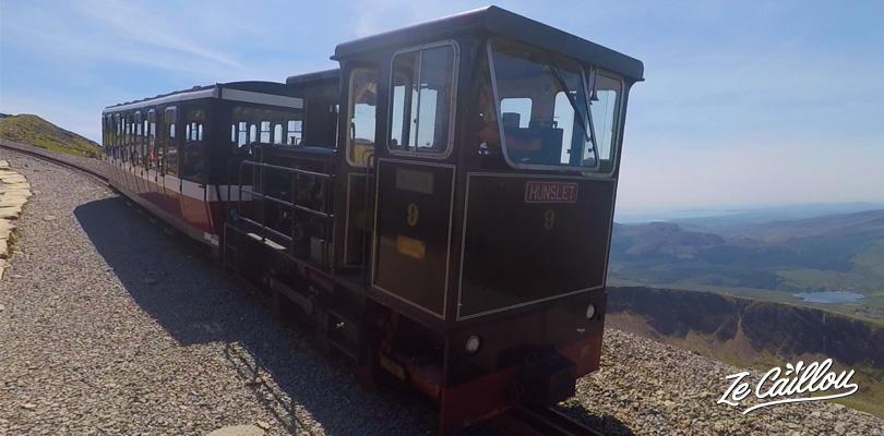 Monter au sommet du Mont Snowdon par le petit train depuis Llanberis