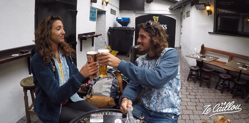 Boire une guinness au O'Donoghue, pub qui a vu naître le groupe des Dubliners en Irlande