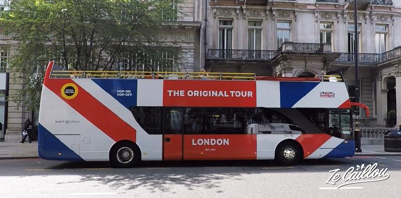 Le bus rouge à 2 étages un cliché de la ville de Londres en Angleterre.
