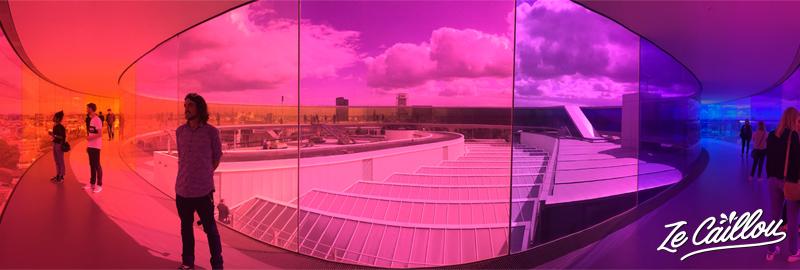 Visiter le dernier étage arc en ciel du musée ARoS à Aarhus au Danemark