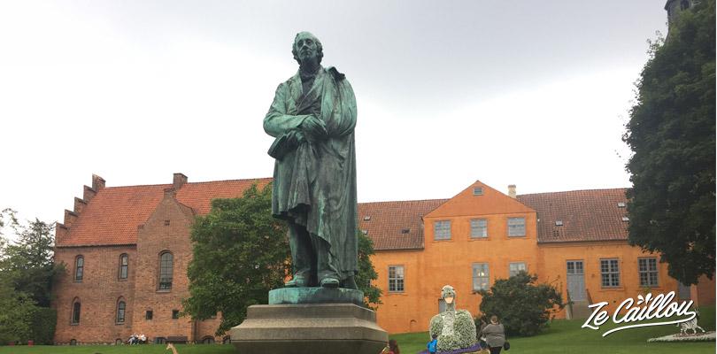 Statue de Hans Christian Handersen à Odense, sa ville natale au Danemark