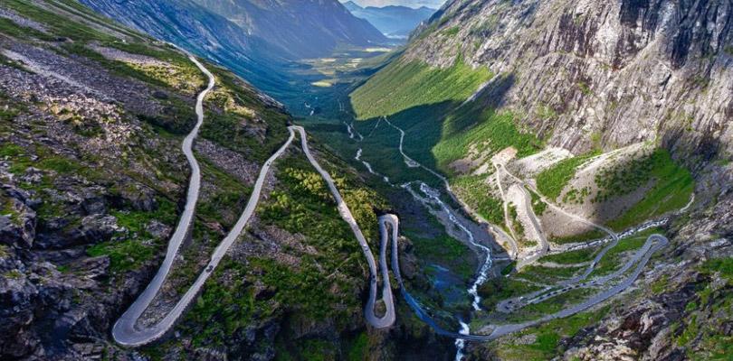Route raide de Trollstigen sur le chemin de Molde en Norvège