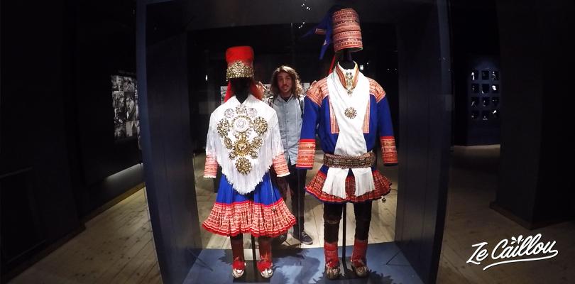 Vêtements de cérémonie du peuple Sami qui vit en Laponie en Finlande