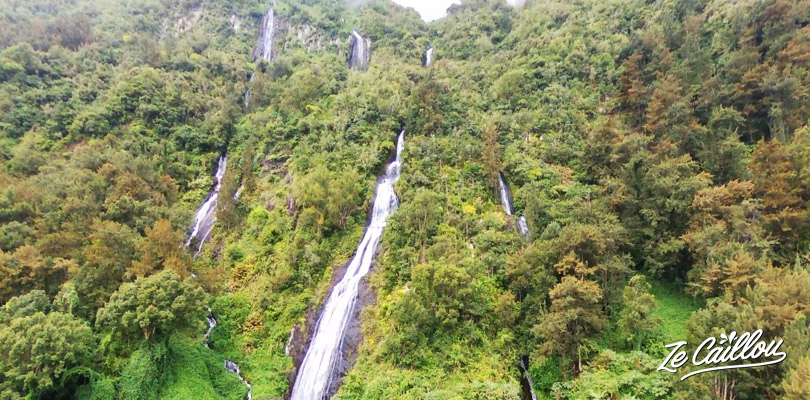 Admirer le magnifique Voile de la Mariée, une cascade sur la route de Salazie.