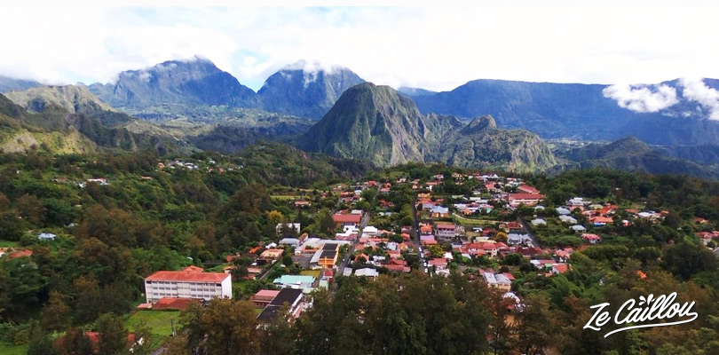 Vue de haut du cirque de Salazie à l'île de la Réunion.
