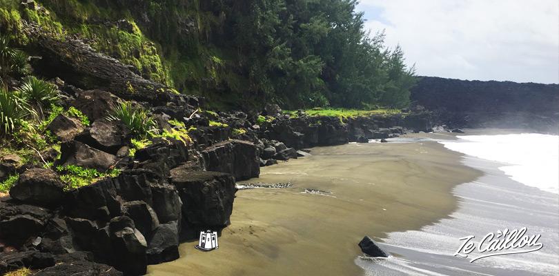 Découvrez la plage du Tremblet lors de votre trip en van à la Réunion.
