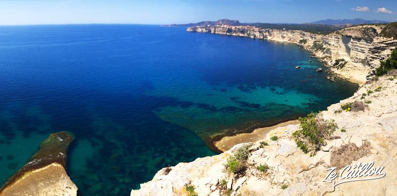 La plage des trois pointes sur la côte de Bonifacio dans le sud de la Corse.