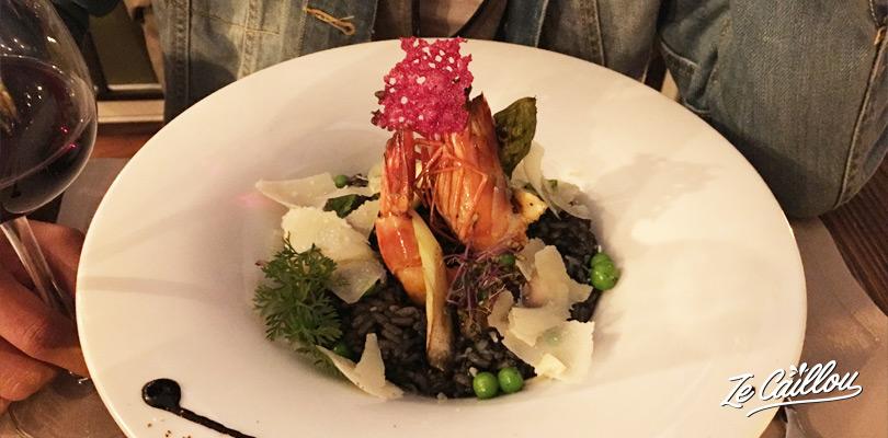Un délicieux risotto à l'encre de sèche et fruits de mer Corse.