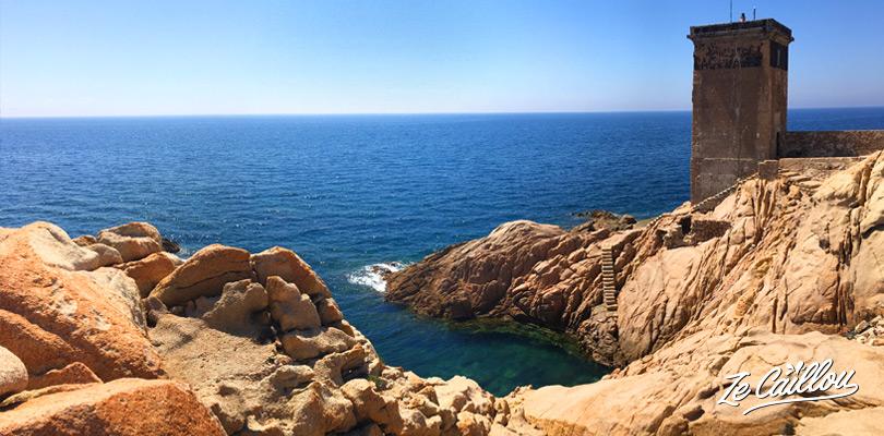 La superbe piscine naturelle à la pointe du Capo di Fenu en Corse.