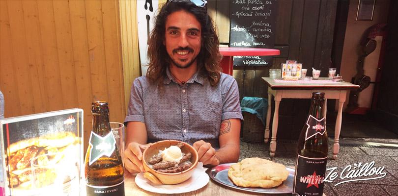 Goûter à la cuisine locale en Slovénie, comme les cevapcici.