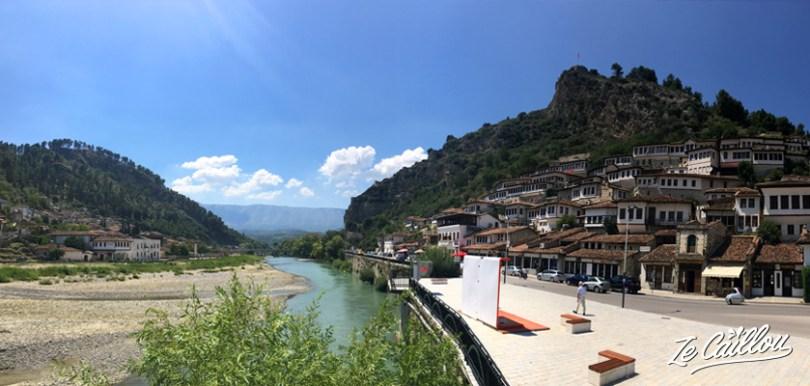 La très jolie ville de Berat en Albanie, la ville aux milles fenêtres.