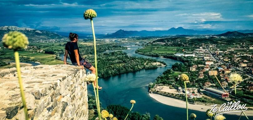 Découvrir les beaux paysages de l'Albanie dans la ville de Shkodra.