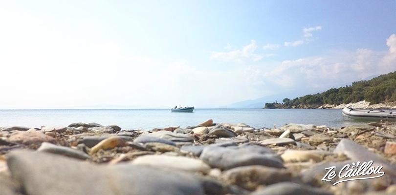 De magnifiques plages dans le Pélion lors de notre voyage en Grèce en van.