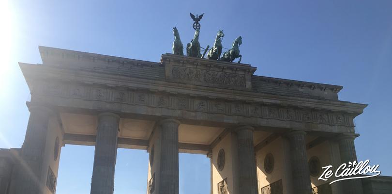 La porte de Brandebourg en plein centre de Berlin, la capitale Allemande, une place mythique.