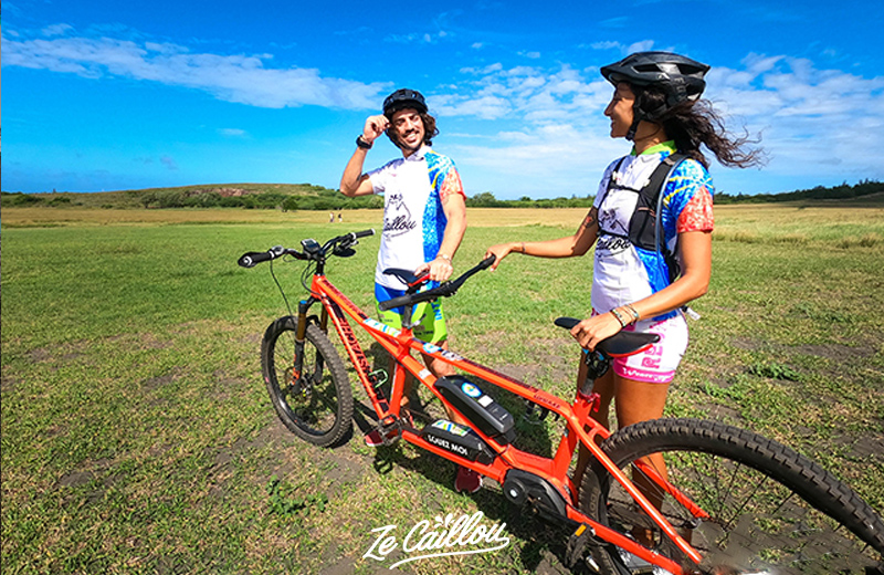 Location de vélo tandem électrique, une des activités sportives à la Réunion de notre article de blog.