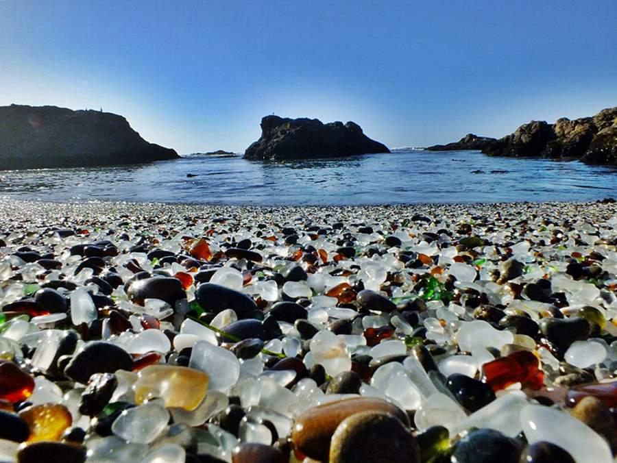 Plaja-Glass-Beach